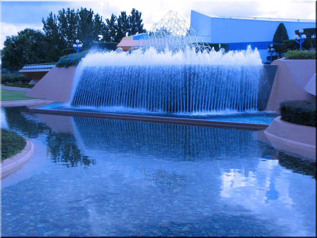 Image of: Amazing Blue Fountain