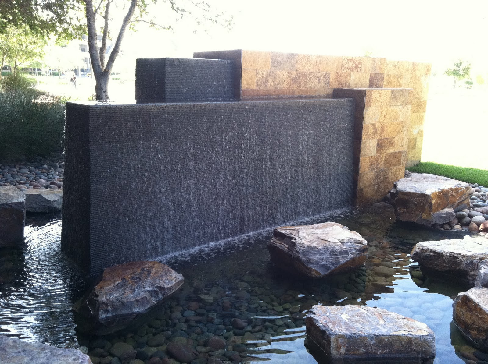 Image of: Awesome Contemporary Outdoor Water Fountains