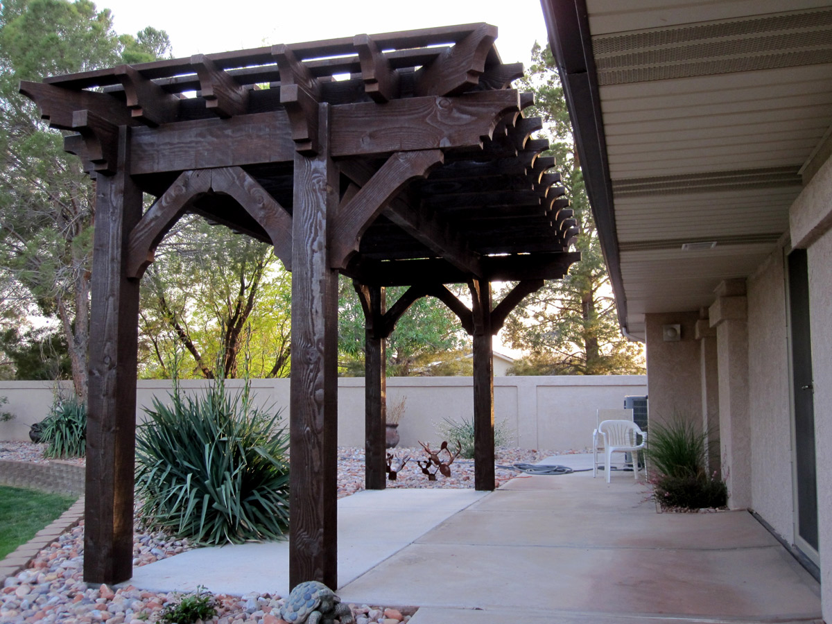 Image of: Backyard Cantilever Roof