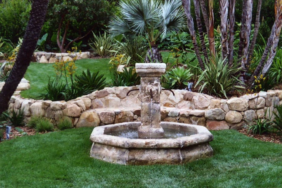 Image of: Backyard Drinking Fountain