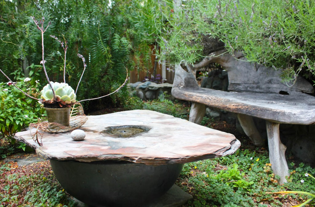 Image of: Bird Bath Fountains Solar Power