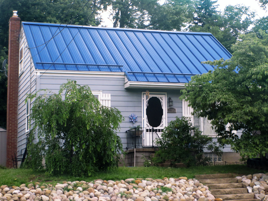 Image of: Blue Metal Roof Ideas