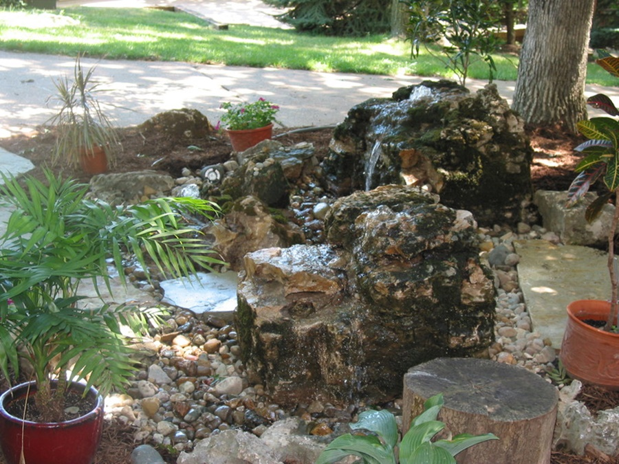 Image of: Bubbling Rock Fountain Ideas