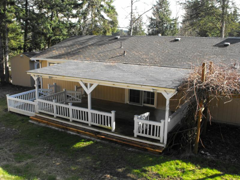 Image of: Building a Roof Over a Deck