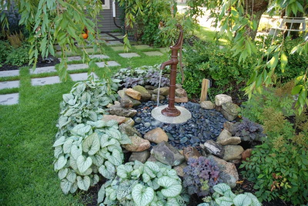 Image of: Decorative fountains for large ponds