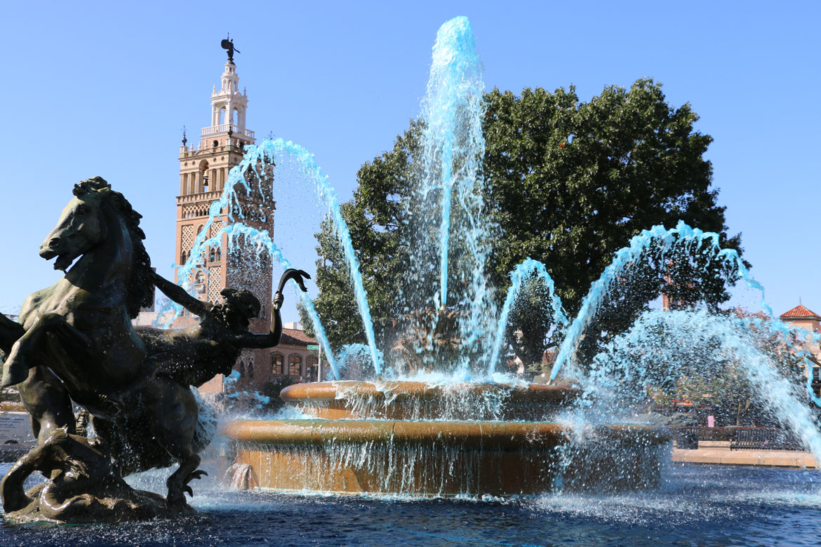 Image of: Famous Blue Fountain