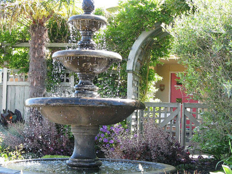 Image of: Good Backyard Fountains for Sale Design