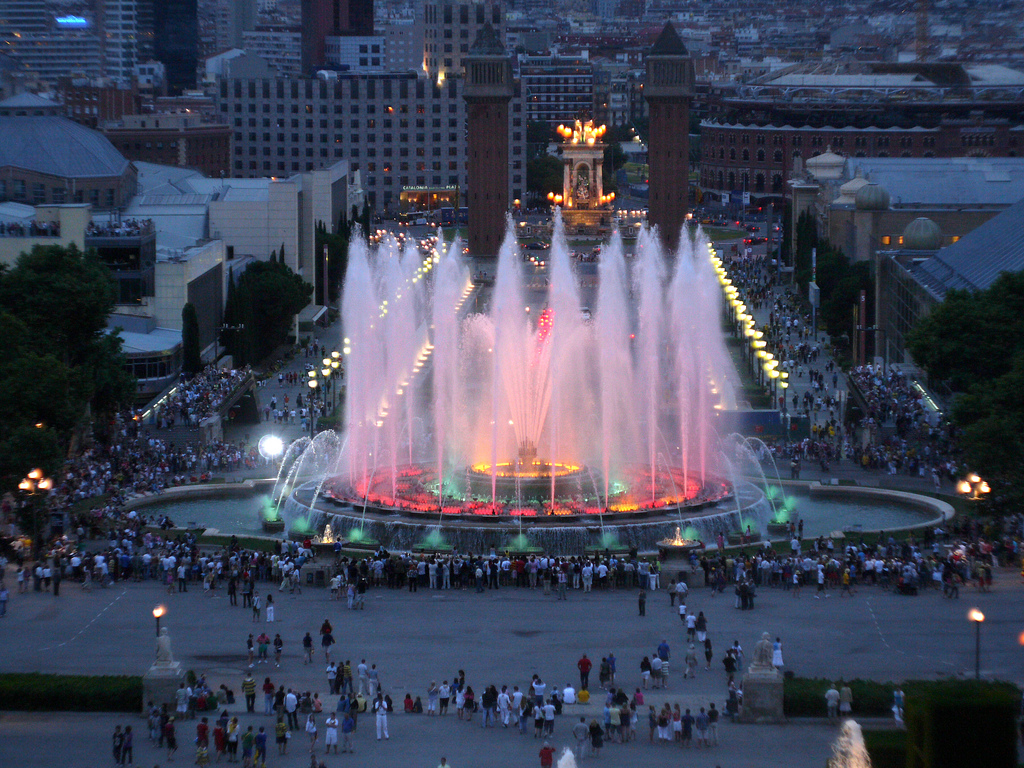 Image of: Magic Fountain Apartment Barcelona