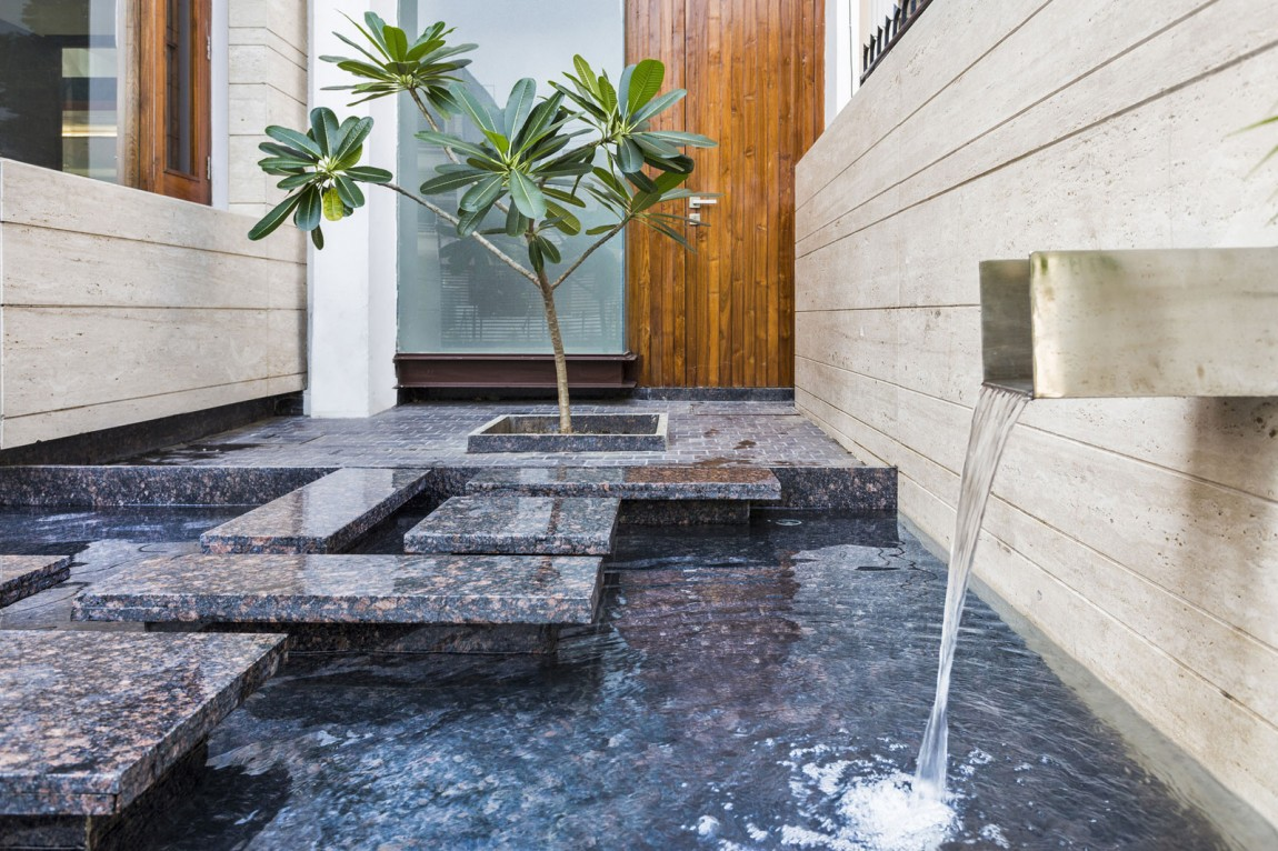 Image of: Modern Courtyard Fountains