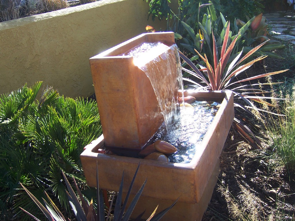 Image of: Nice Contemporary Outdoor Water Fountains