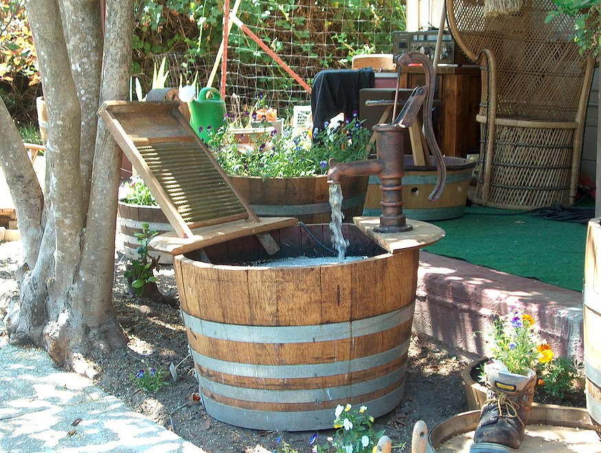 Image of: Simple Barrel Water Fountain