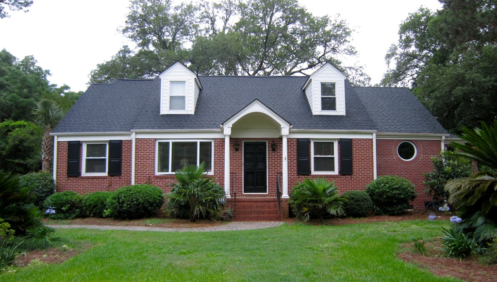 Image of: Simple Best Roof Color for Red Brick House