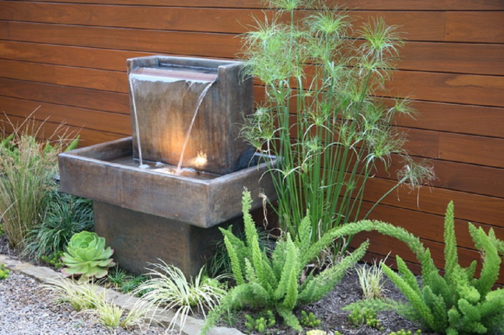 Image of: Small Backyard Fountain Ideas