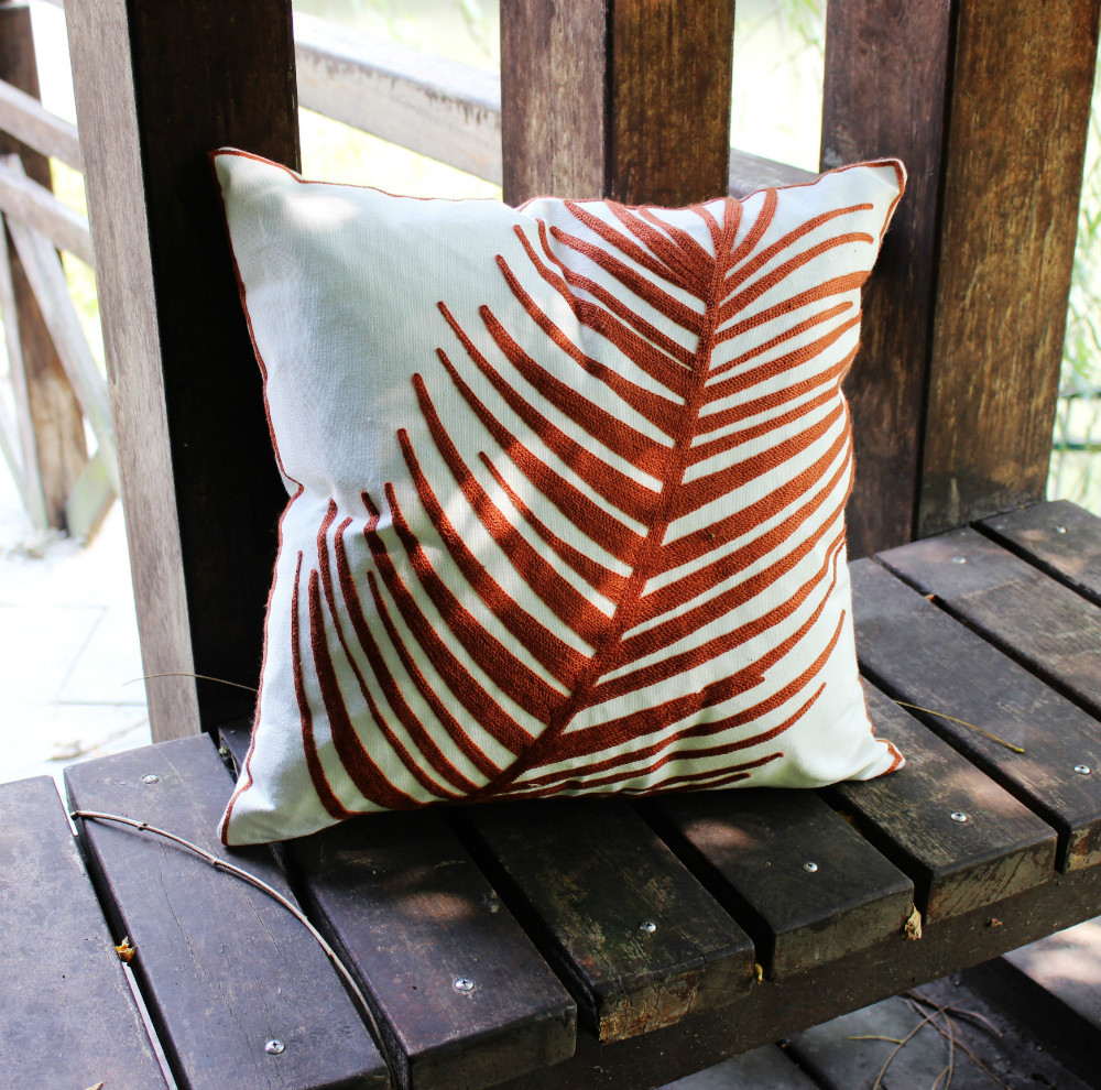 Image of: Simple Leaf Throw Pillows