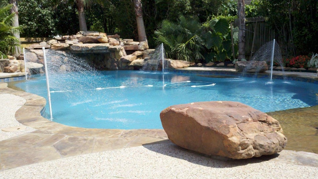 Image of: Awesome DIY Pool Fountain