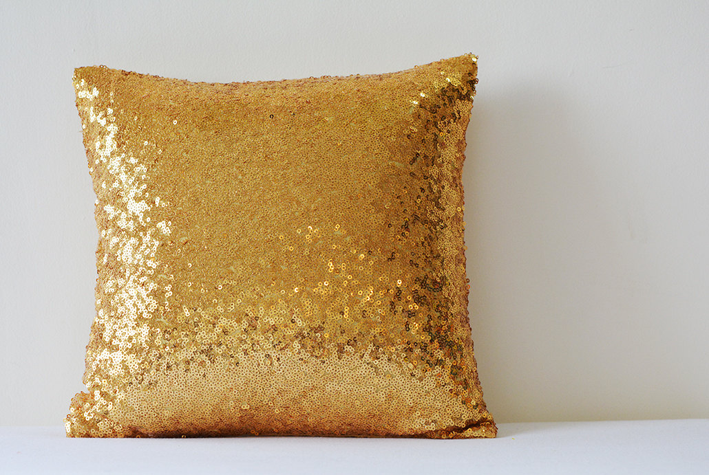 Image of: Awesome Rose Gold Pillow