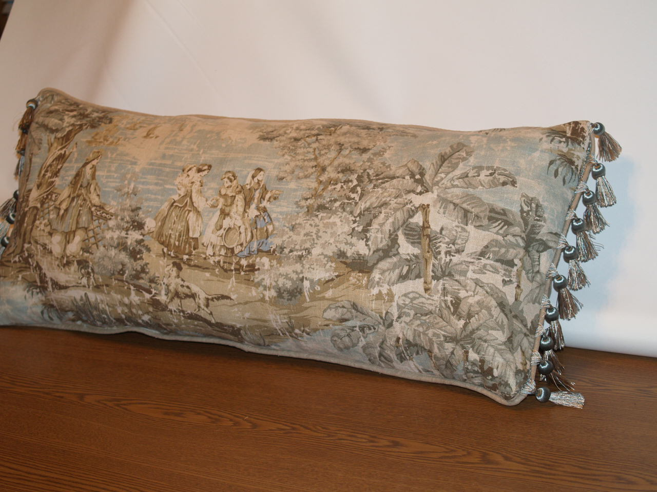Image of: Beautiful Long Pillow