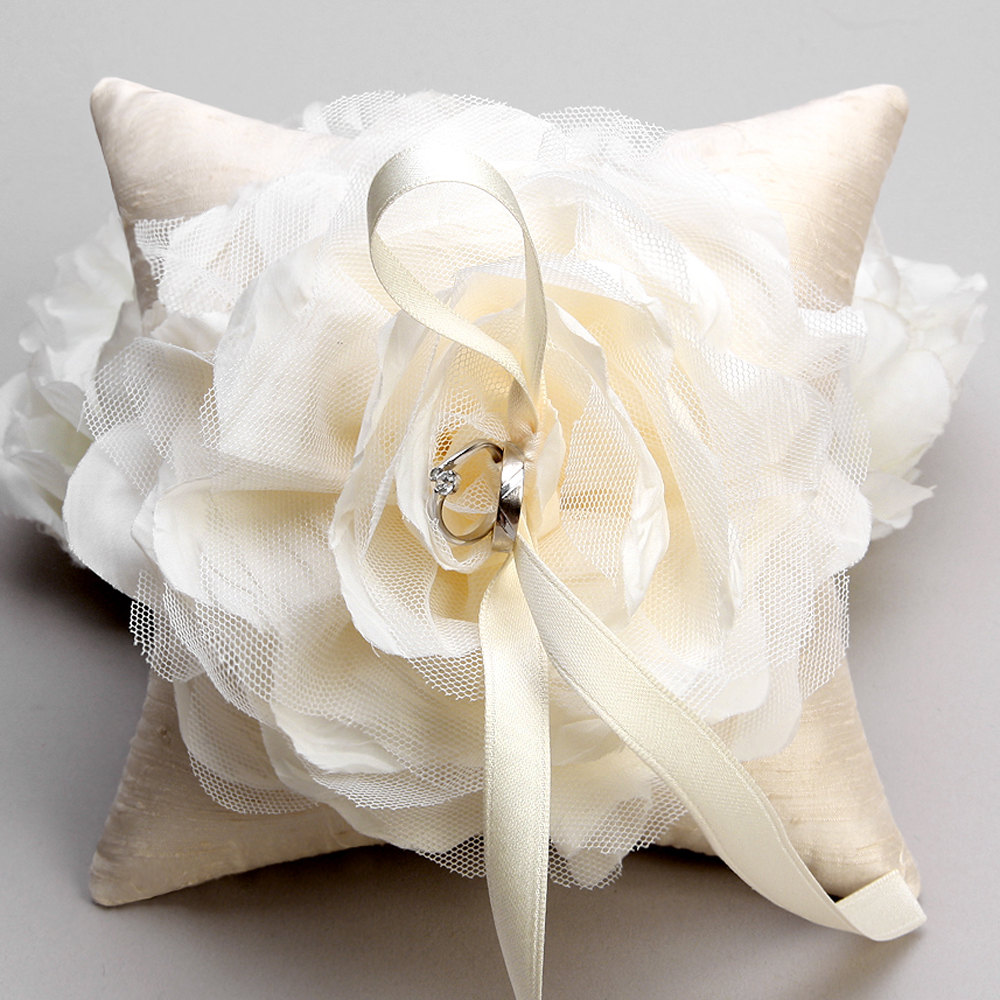 Image of: Beautiful Ring Pillow