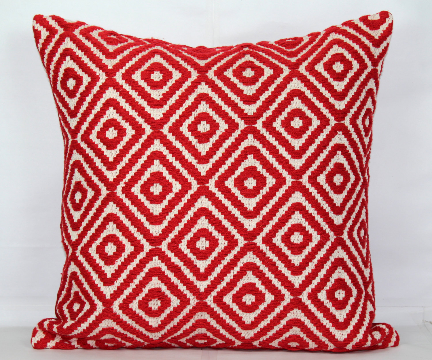 Image of: Best Red Decorative Pillows