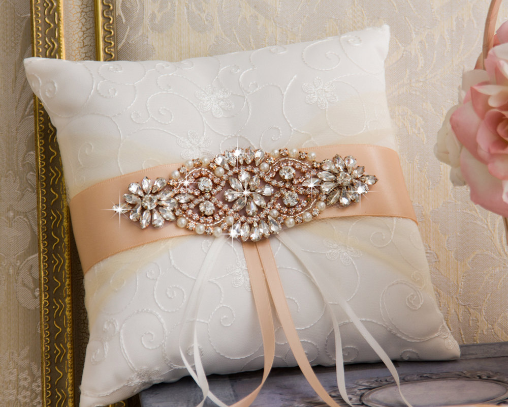 Image of: Best Rose Gold Pillow