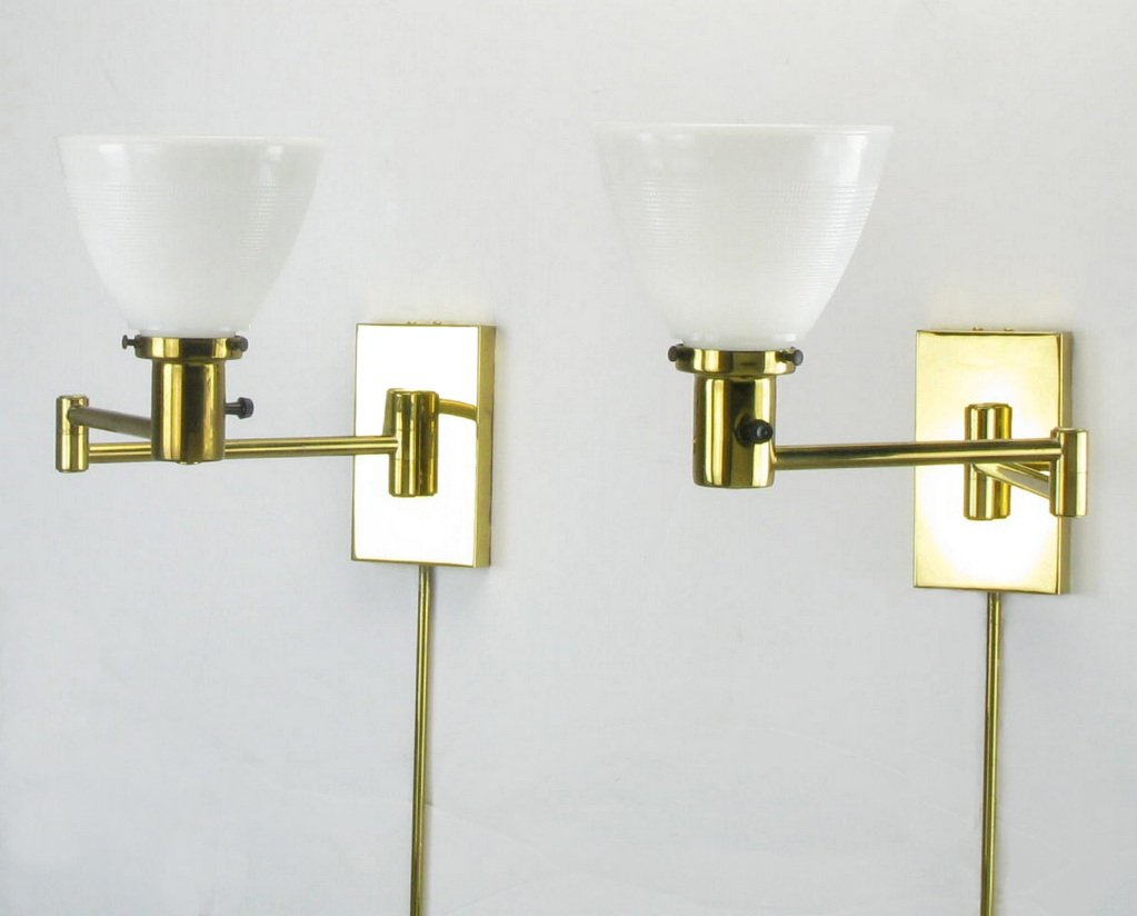 Image of: Brass Swing Arm Sconce Ideas