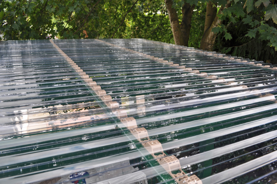 Image of: Classy Corrugated Plastic Roof