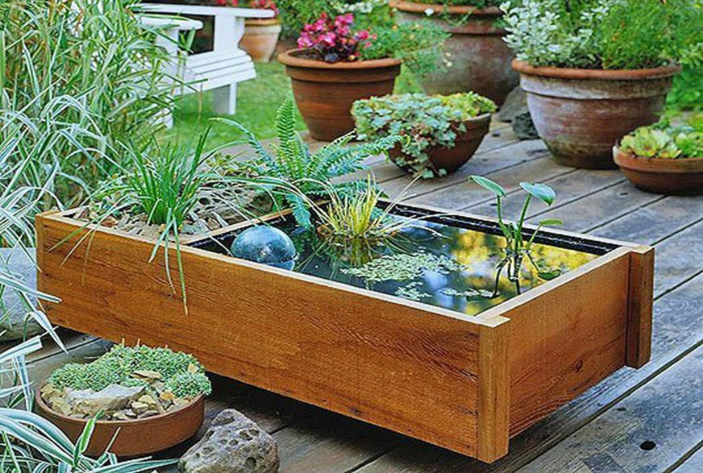 Image of: DIY Outdoor Water Fountain Ideas