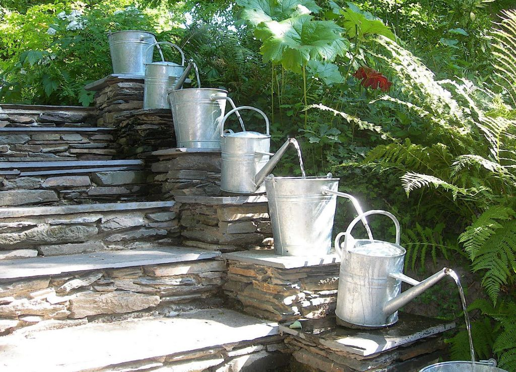 Image of: DIY Outdoor Water Fountain for Garden