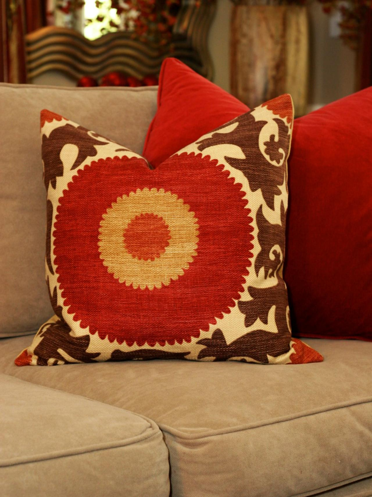 Image of: Decor Red Decorative Pillows