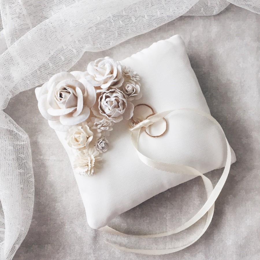 Image of: Elegant Ring Pillow