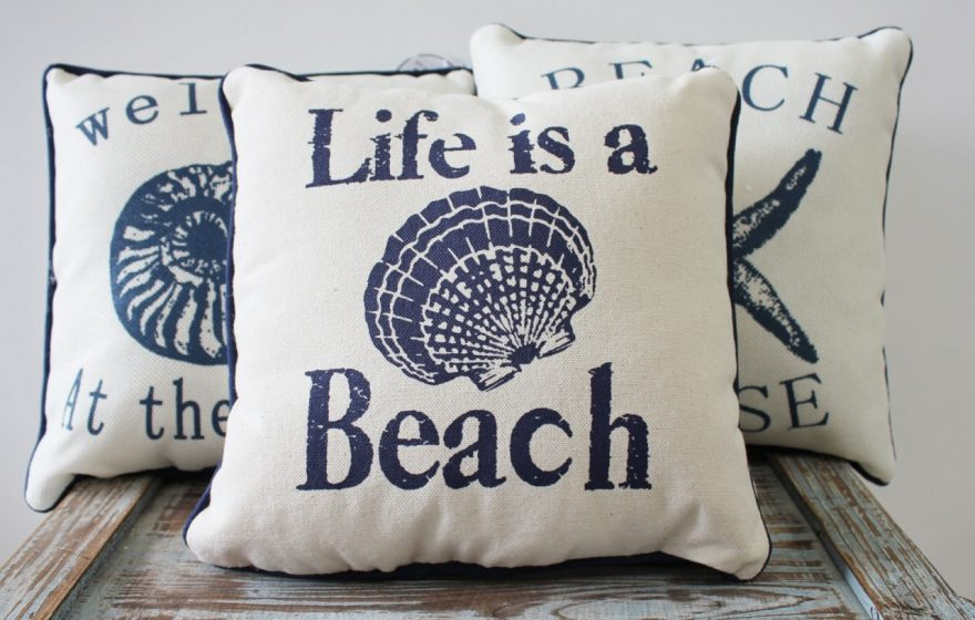 Image of: Fabulous Navy Throw Pillows Ideas
