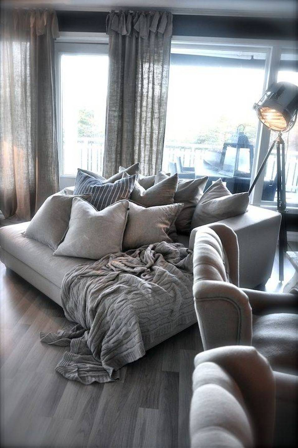Image of: Gray Oversized Pillows Floor