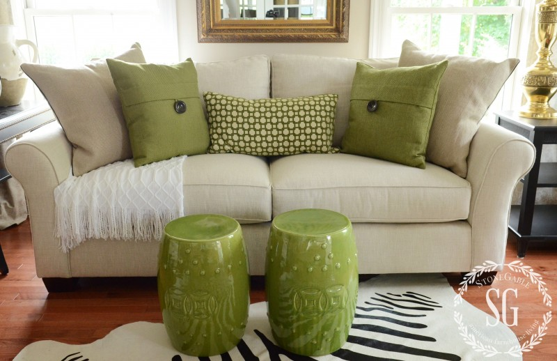 Image of: Green Throw Pillows for Couch