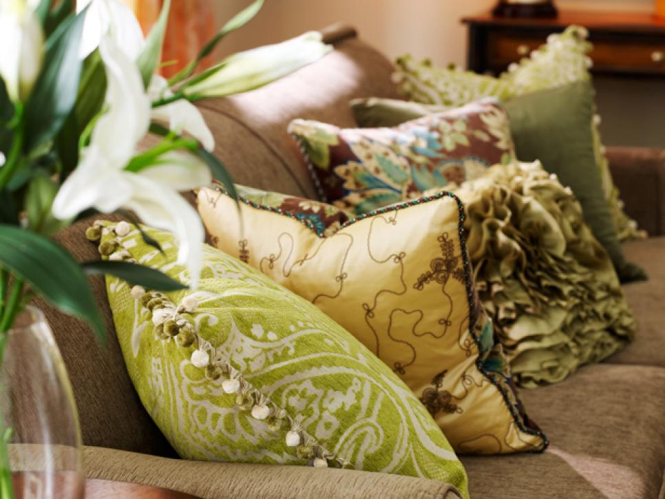 Image of: Ideas Throw Pillows for Couch