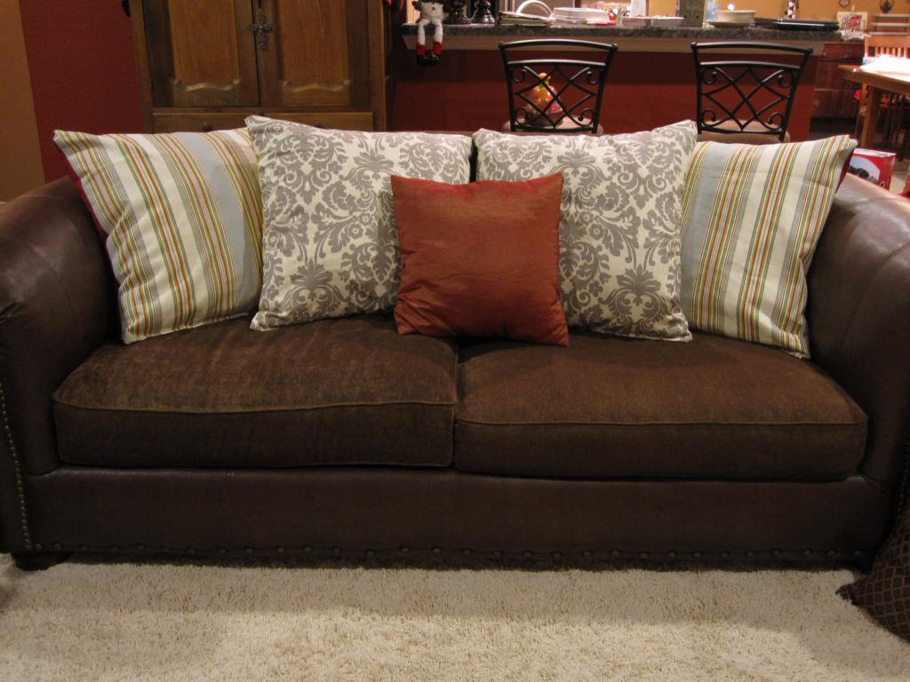 Image of: Large Throw Pillows for Sectional