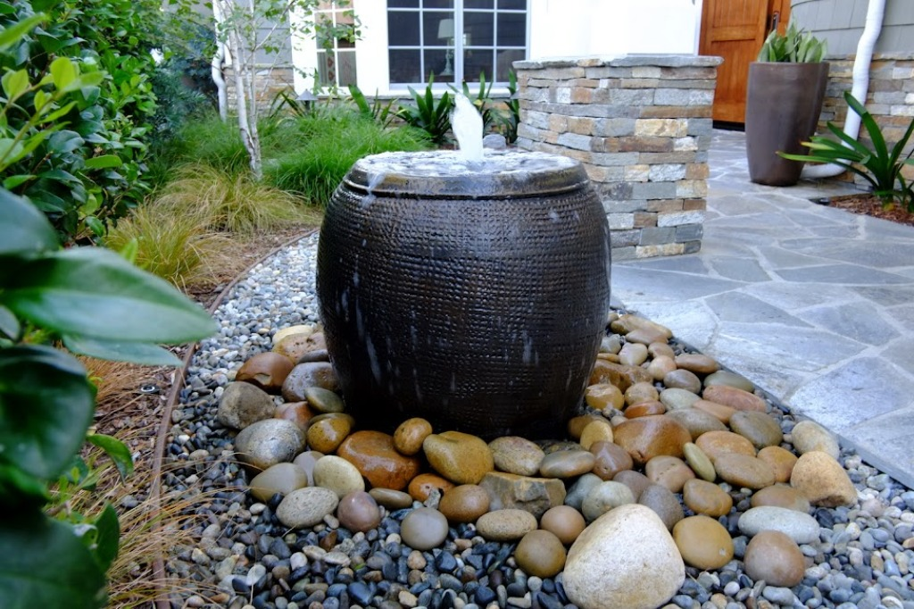 Image of: Modern DIY Outdoor Water Fountain