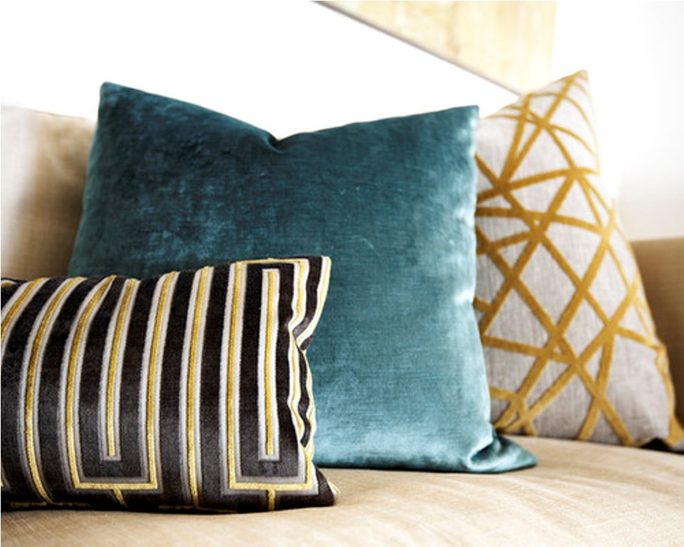 Image of: Modern Throw Pillows Blue