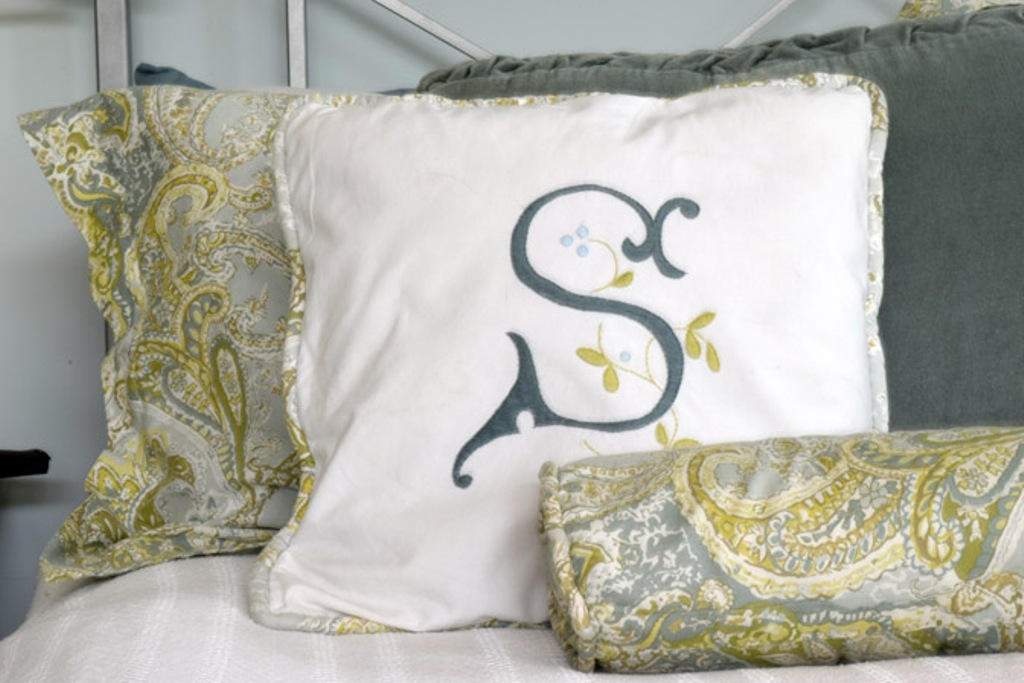 Image of: Monogram Pillow Design