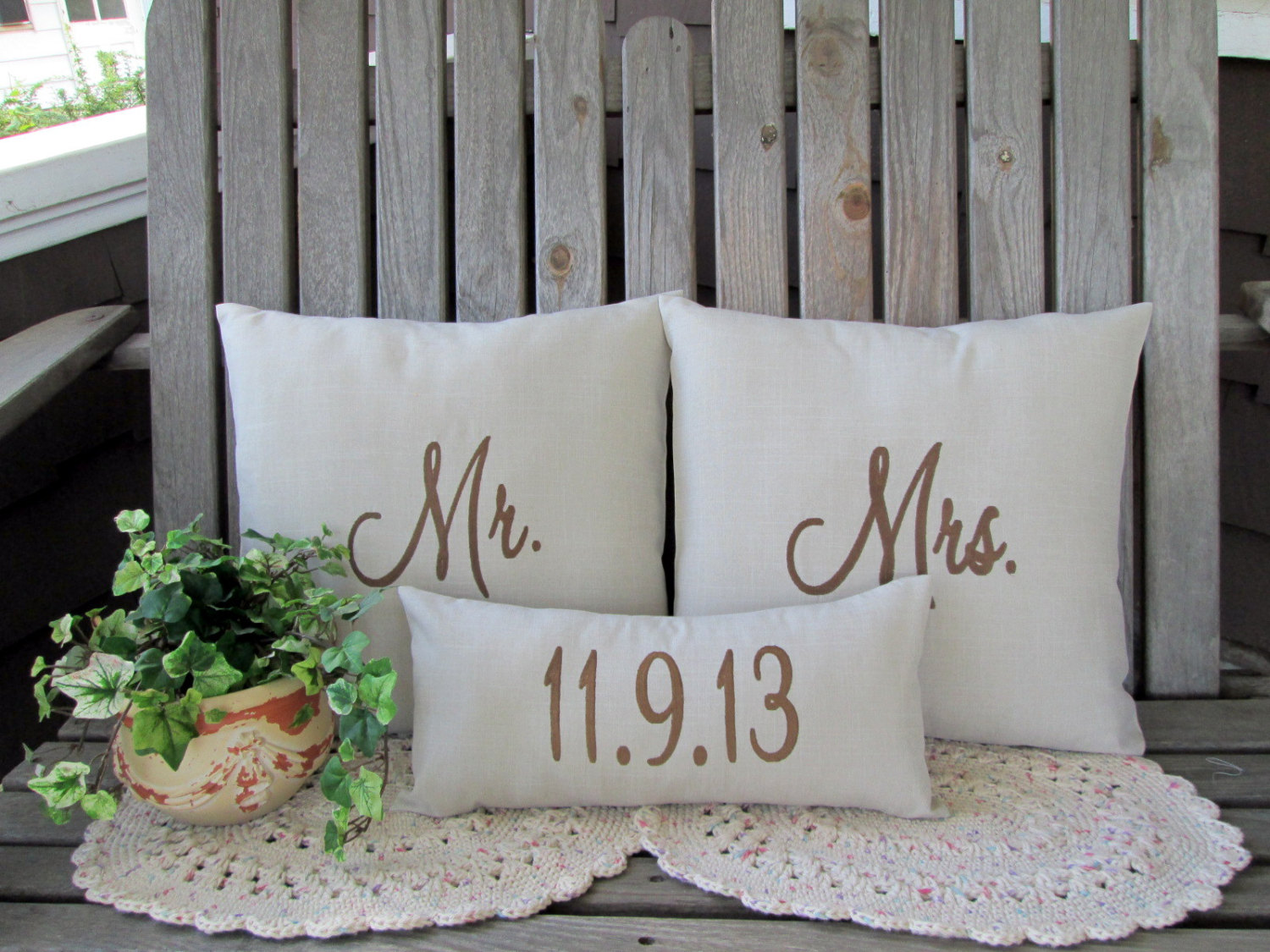 Image of: Mr and Mrs Pillows Chairs