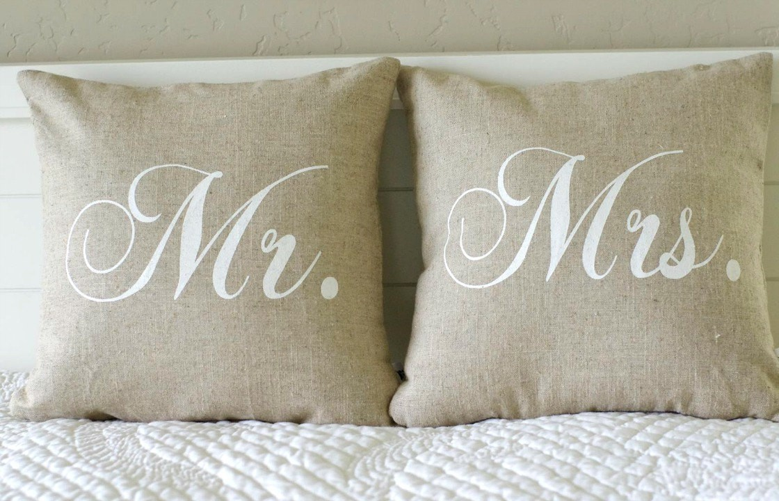 Image of: Mr and Mrs Pillows Ideas