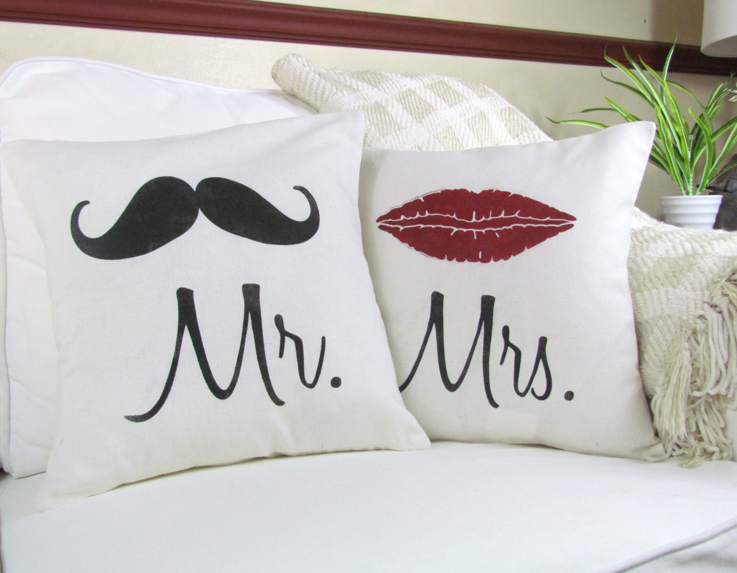 Image of: Mr and Mrs Pillows Theme