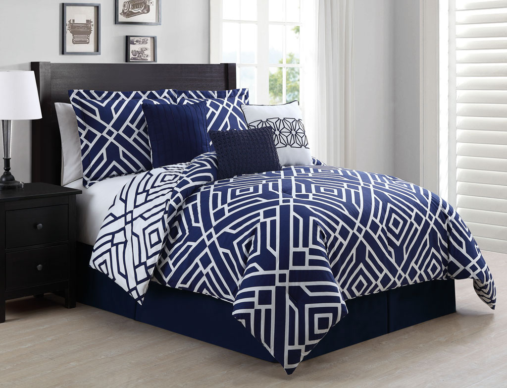 Image of: Navy Blue Throw Pillows and Bedding