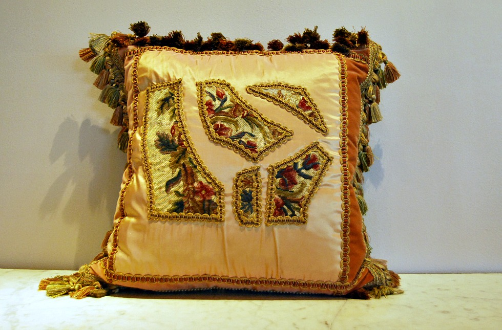 Image of: Needlepoint Pillows Gold