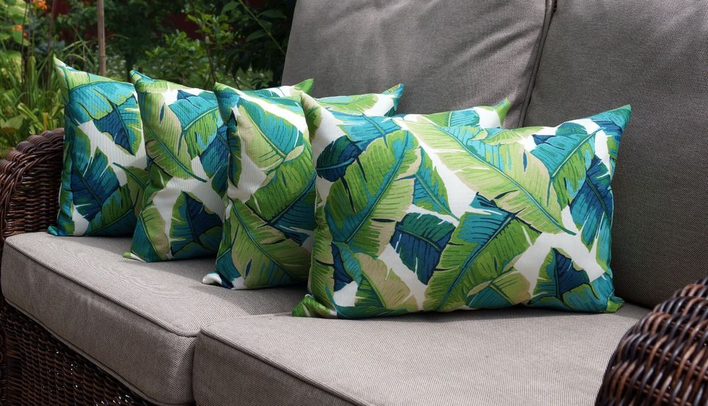 Image of: Nice Leaf Throw Pillows