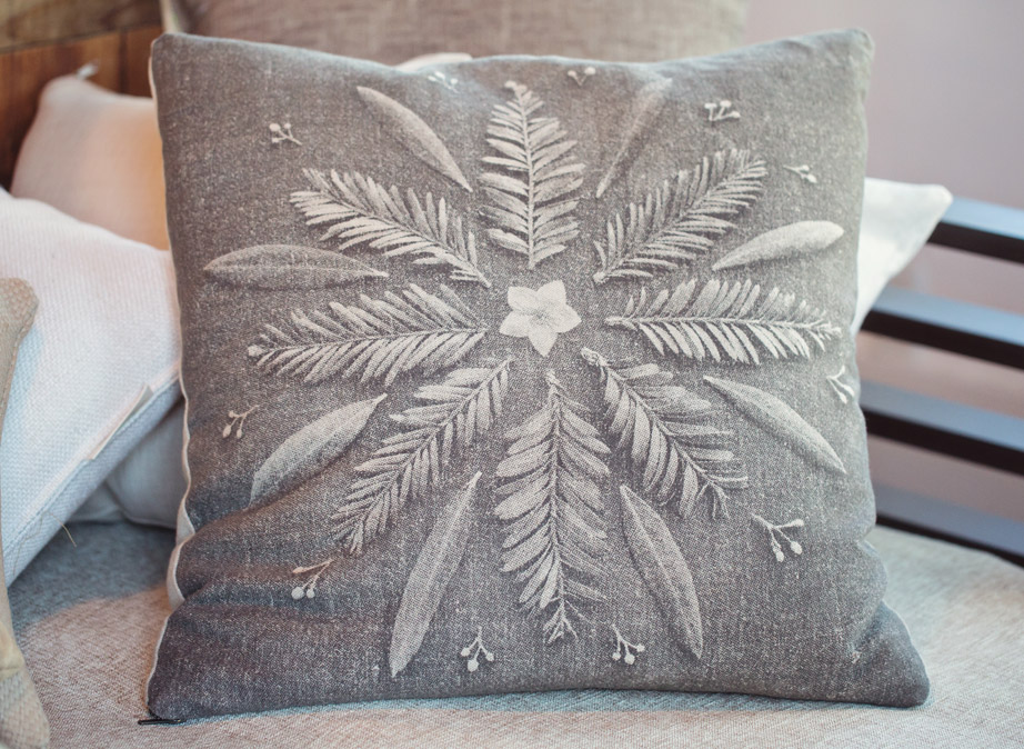 Image of: Organic Leaf Throw Pillows