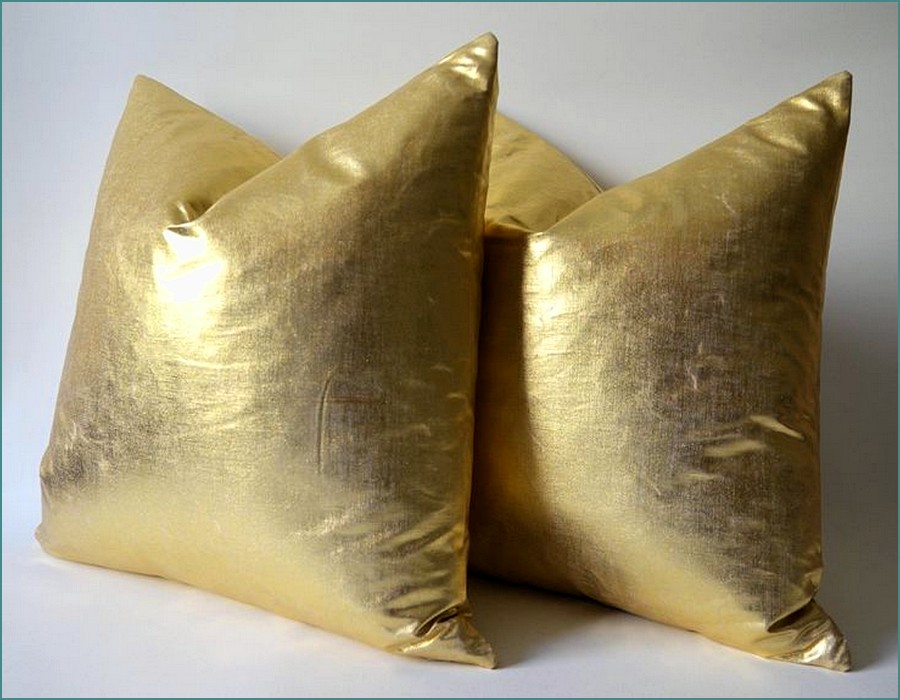 Image of: Oversized Pillows Gold