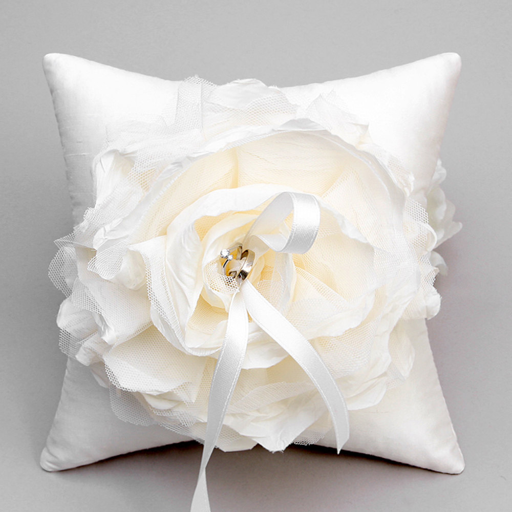 Image of: Perfect Ring Pillow