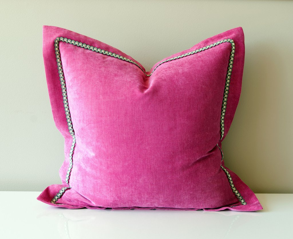 Image of: Pink Throw Pillows for Bed