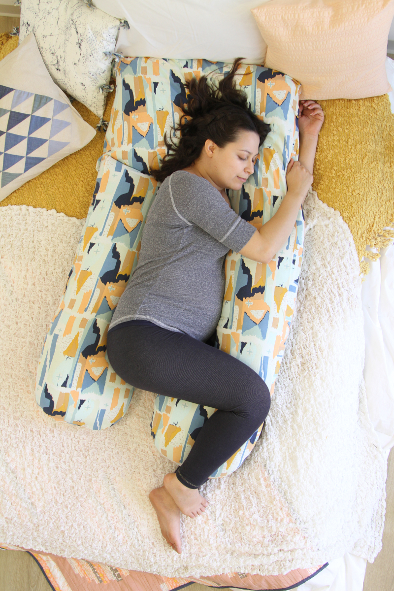 Image of: Pregnant Body Pillow Tutorial