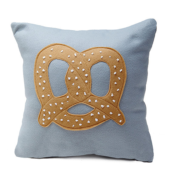 Image of: Pretzel Pillow Modern